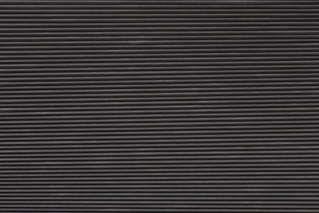 Duette® serien Blackout 294072-1831-5. Bildet er tatt med lys forfra (natt). Tekstilet er lystett.