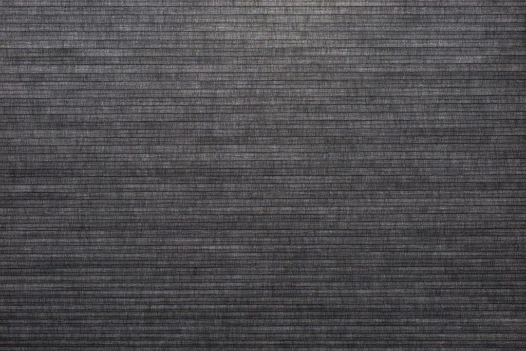 Duette® tekstilet Elan 294077-7131-5 - Bildet er tatt med lys i bakgrunnen (dag).