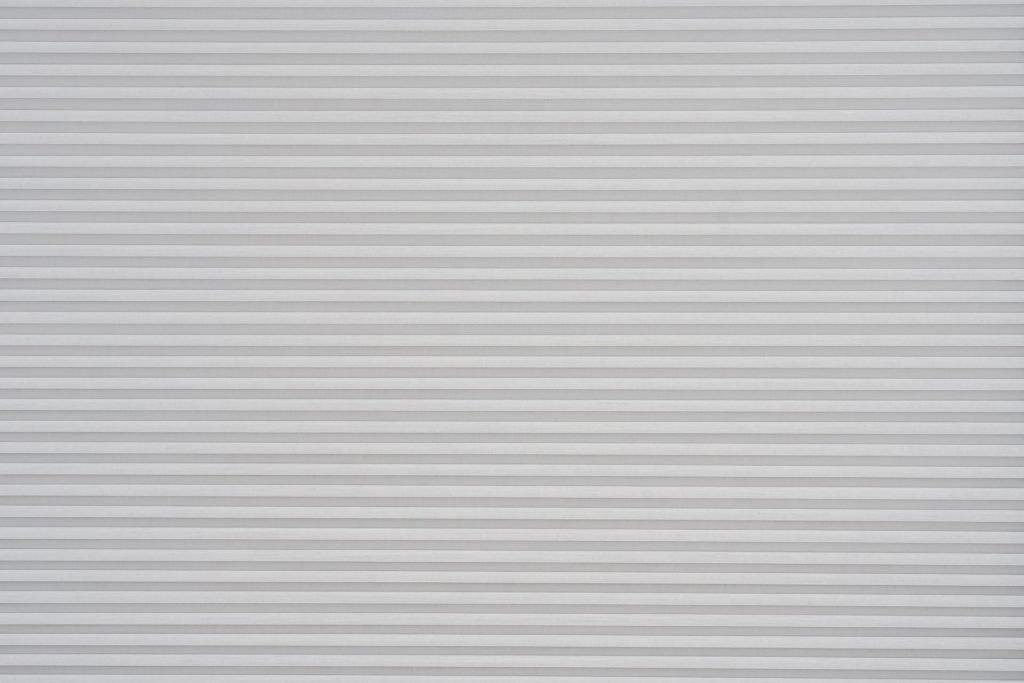 Duette® serien Elan 32mm 294630-0633-5. Bildet er tatt med lys forfra (natt).