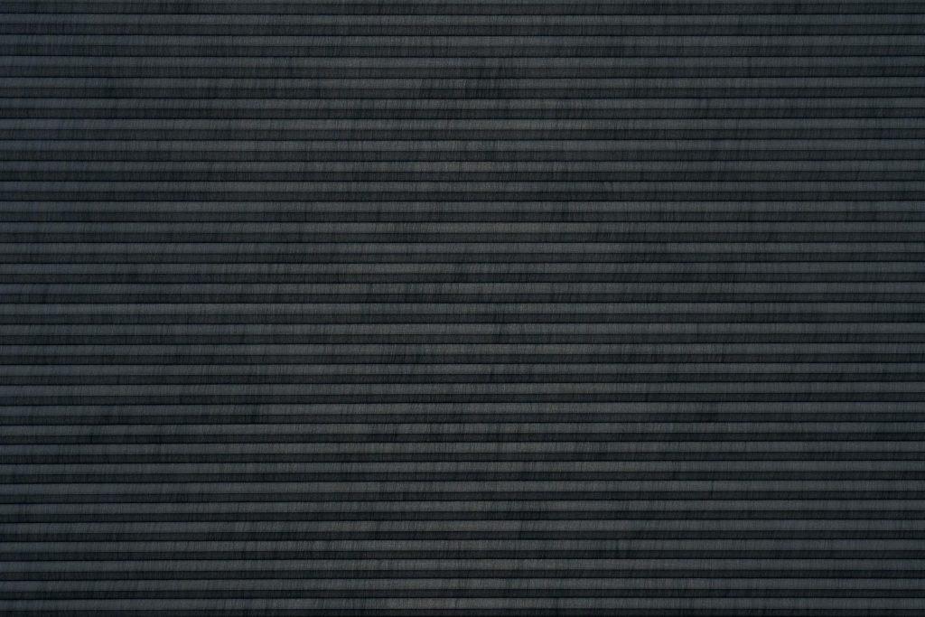 Duette® serien Elan 32mm 294630-7131-5. Bildet er tatt med lys forfra (natt).