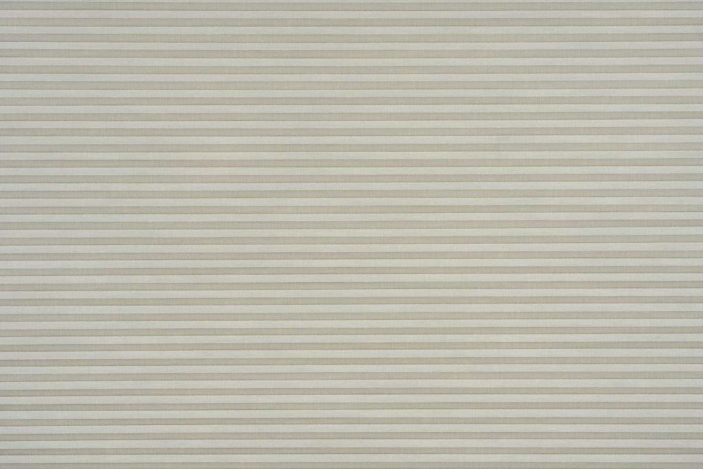 Duette® serien Linum 32mm 294632-0633-4. Bildet er tatt med lys forfra (natt).