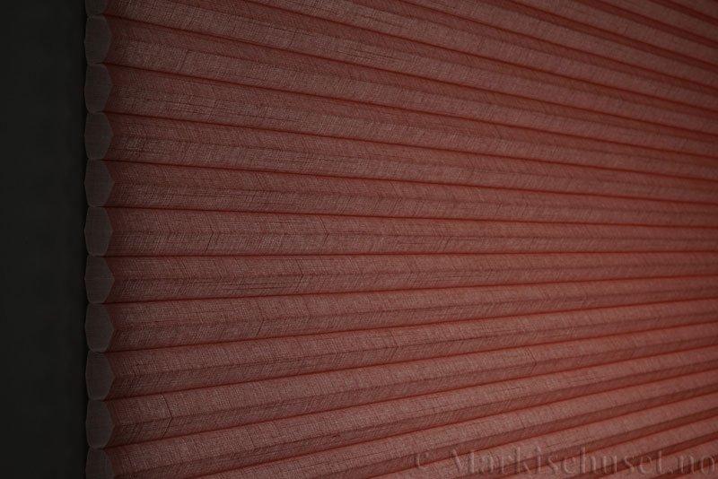 Duette gardin Batiste 32mm 294050-5635 Orangina farge. Bildet er tatt med lys bakfra.