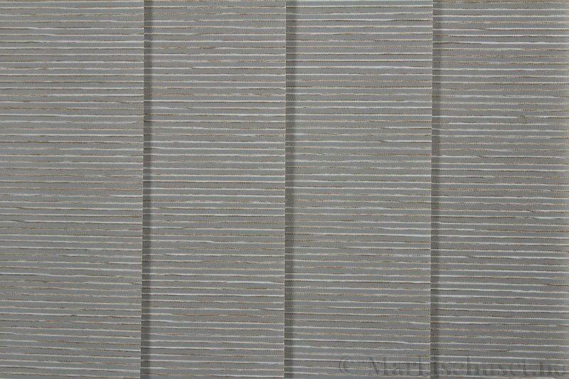 Lamellgardin tekstil serien Palisander 250015-1500 farge Sølvgrå. Bildet er tatt med lys forfra.