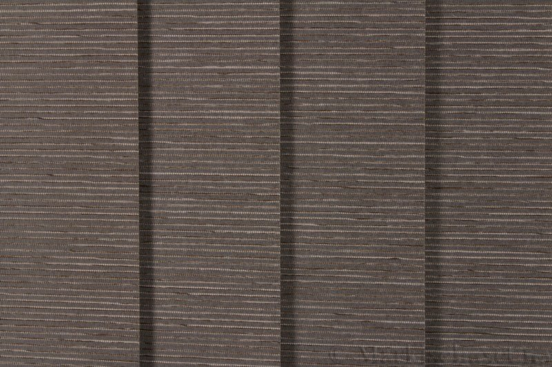 Lamellgardin tekstil serien Palisander 250015-4749 farge Elefantgrå. Bildet er tatt med lys forfra.