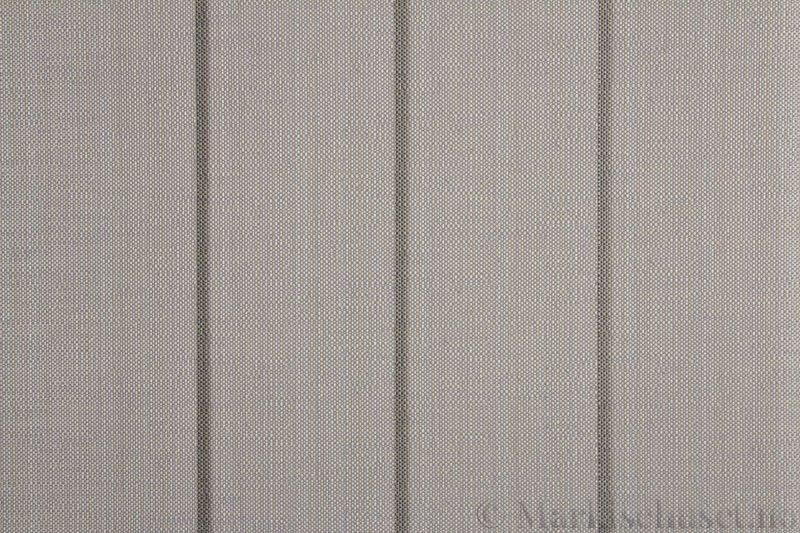 Lamellgardin tekstil serien Corneille FR 250245-1245 farge Varmgrå. Bildet er tatt med lys forfra.