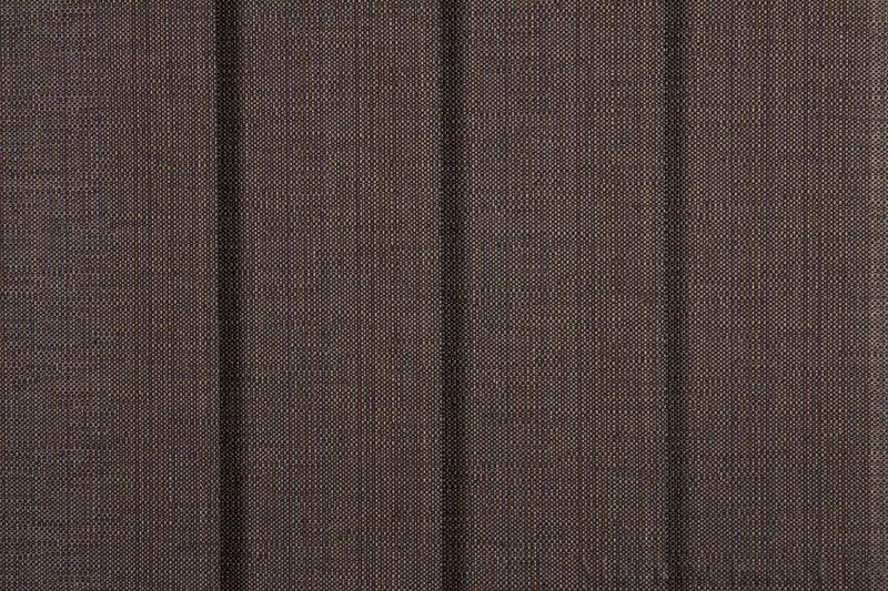 Lamellgardin tekstil serien Corneille FR 250245-4991 farge Gråbrun. Bildet er tatt med lys forfra.