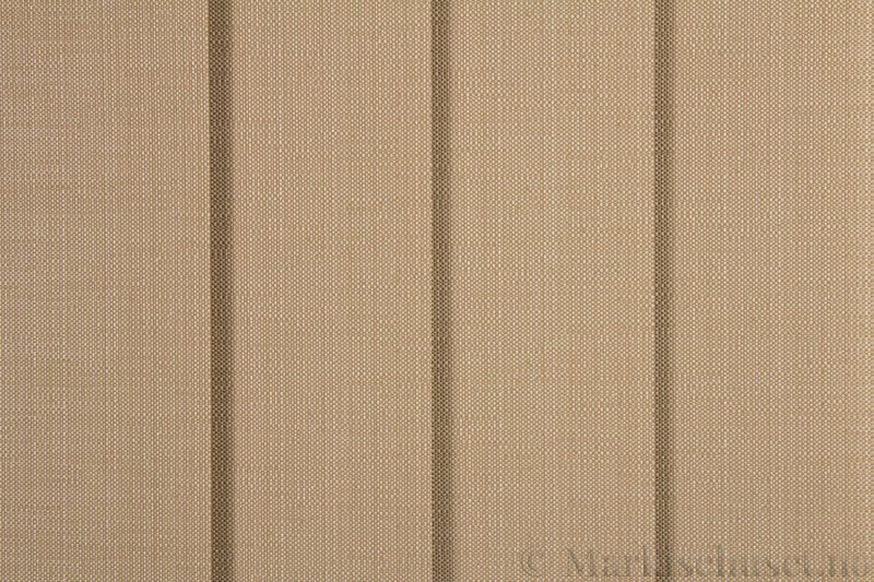 Lamellgardin tekstil serien Corneille FR 250245-5190 farge Lys Sand. Bildet er tatt med lys forfra.