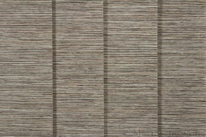 Lamellgardin tekstil serien Ontario 250505-4880 farge Tregrå. Bildet er tatt med lys forfra.