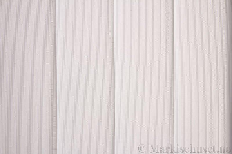 Lamellgardin tekstil serien GreenScreen ECO 250965-0204 Eggehvit farge. Bildet er tatt med lys bakfra.