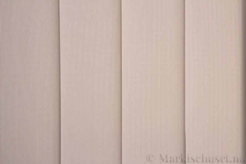 Lamellgardin tekstil serien GreenScreen ECO 250965-1500 Lys grå farge. Bildet er tatt med lys bakfra.