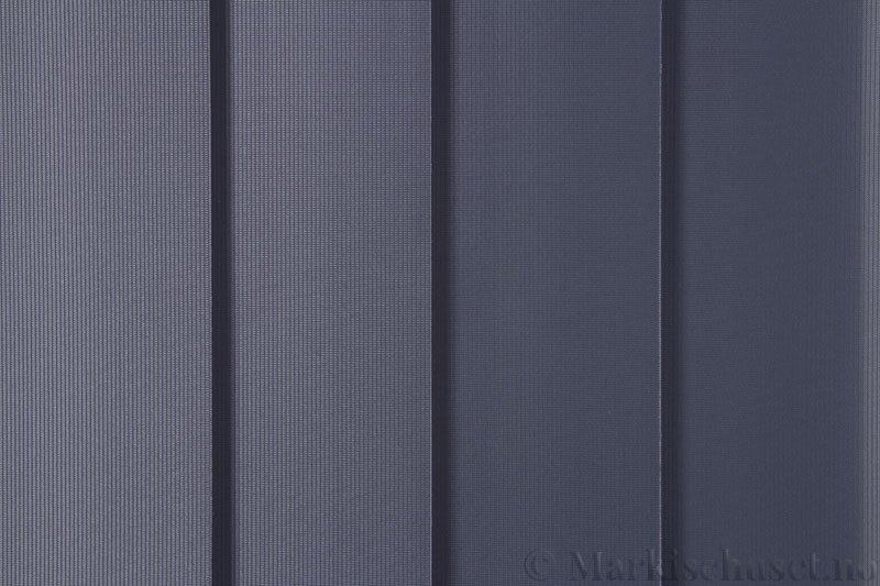 Lamellgardin tekstil serien GreenScreen ECO 250965-2780 Blågrå farge. Bildet er tatt med lys forfra.