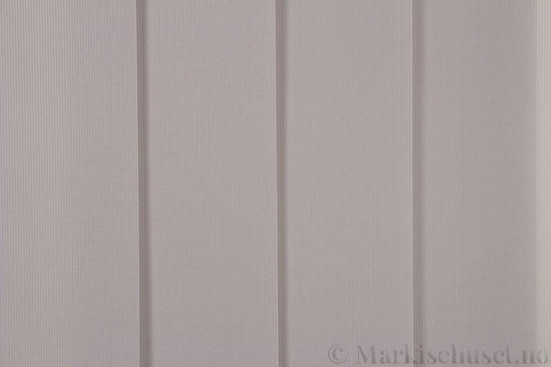Lamellgardin tekstil serien GreenScreen ECO 250965-4748 Lys Beige farge. Bildet er tatt med lys forfra.