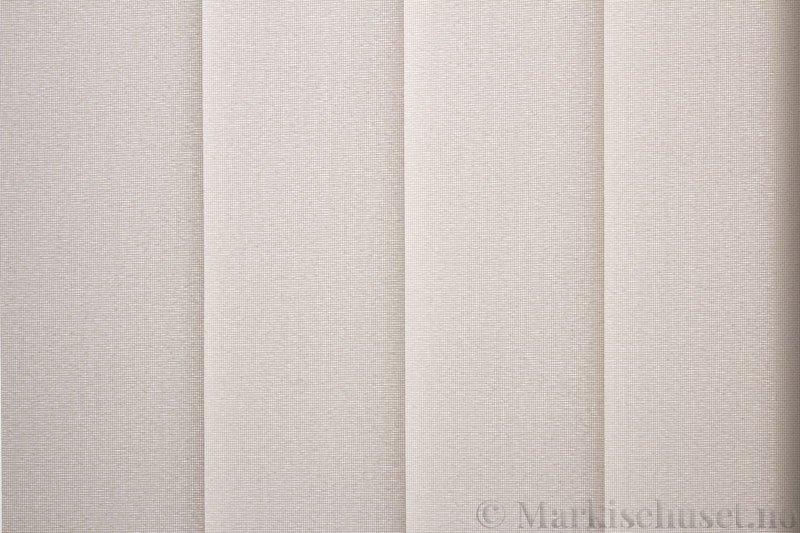 Lamellgardin tekstil serien Opal FR 251235-0251 farge Kremhvit. Bildet er tatt med lys bakfra.