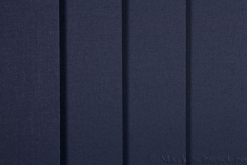 Lamellgardin tekstil serien Oscura Color 251285-2670 farge Blå. Bildet er tatt med lys forfra.