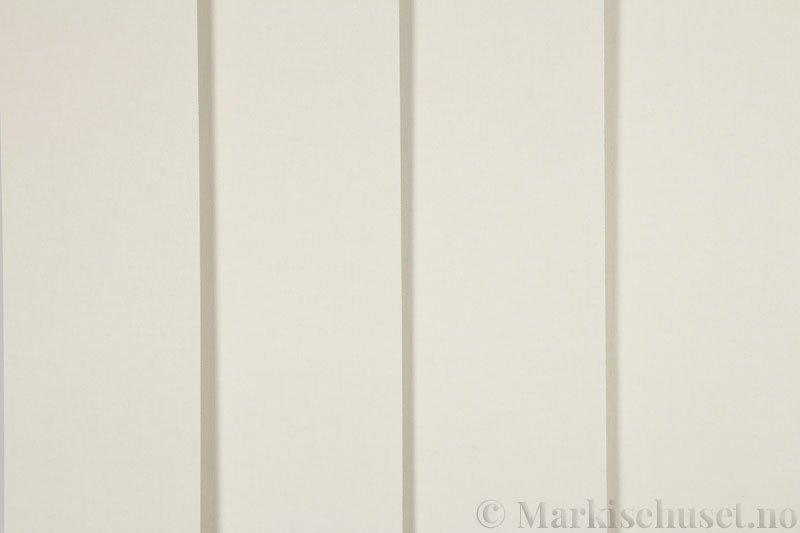 Lamellgardin tekstil serien Oscura Color 251285-4530 farge Ecru. Bildet er tatt med lys forfra.