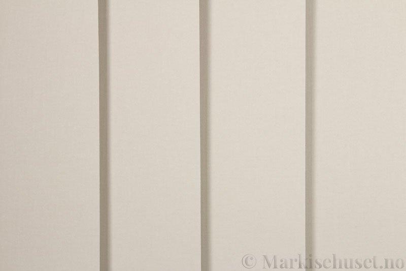 Lamellgardin tekstil serien Oscura Color 251285-4679 farge Lys Beige. Bildet er tatt med lys forfra.