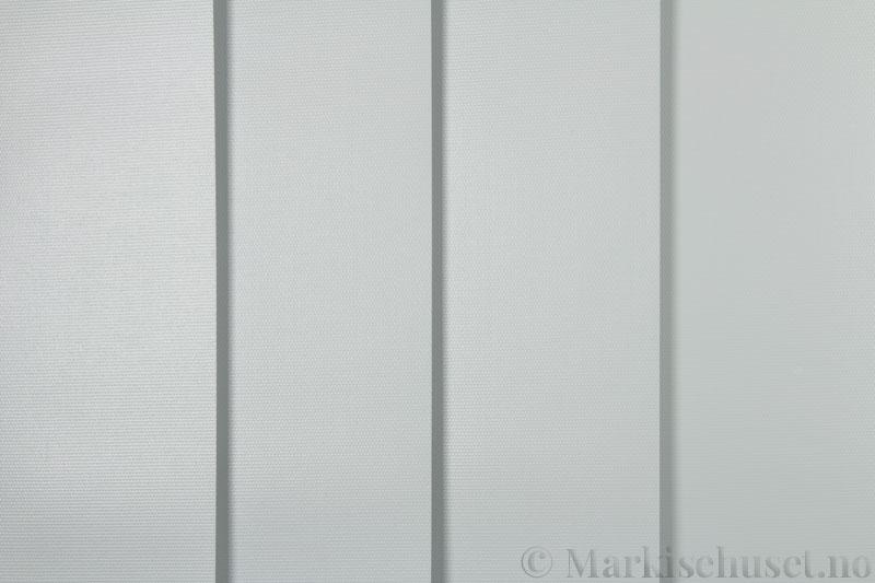 Lamellgardin tekstil serien Midnight BO FR 251405-0719 farge Lys Grå. Bildet er tatt med lys forfra.