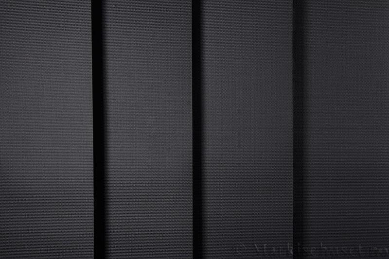 Lamellgardin tekstil serien Midnight BO FR 251405-1858 farge Sort. Bildet er tatt med lys forfra.