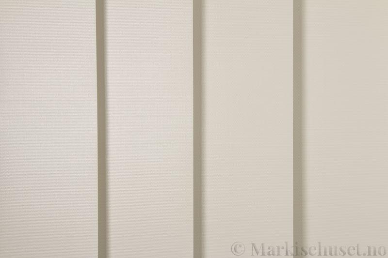 Lamellgardin tekstil serien Midnight BO FR 251405-4551 farge Lys Beige. Bildet er tatt med lys forfra.