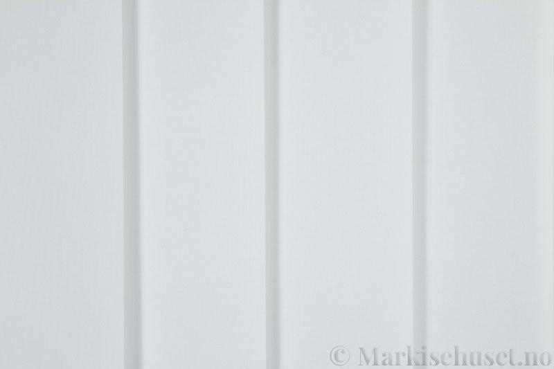 Lamellgardin tekstil serien Lumina 251625-0204 farge Eggehvit. Bildet er tatt med lys forfra.