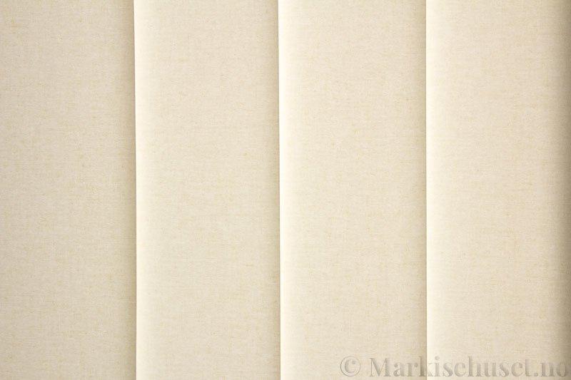 Lamellgardin tekstil serien Lumina 251625-0444 farge Lys Lin. Bildet er tatt med lys bakfra.