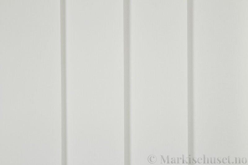 Lamellgardin tekstil serien Lumina 251625-0600 farge Lys Beige. Bildet er tatt med lys forfra.