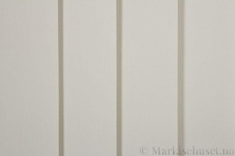 Lamellgardin tekstil serien Lumina 251625-0888 farge Kremgrå. Bildet er tatt med lys forfra.
