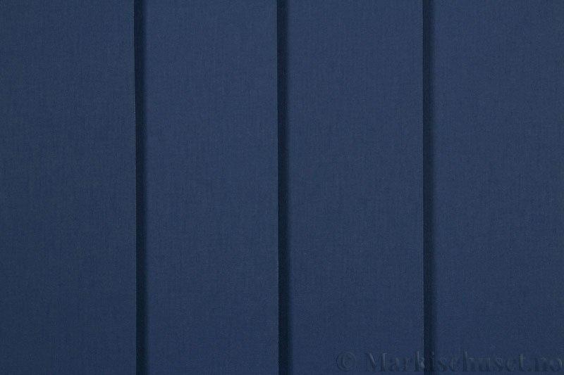 Lamellgardin tekstil serien Lumina 251625-2478 farge Blå. Bildet er tatt med lys forfra.