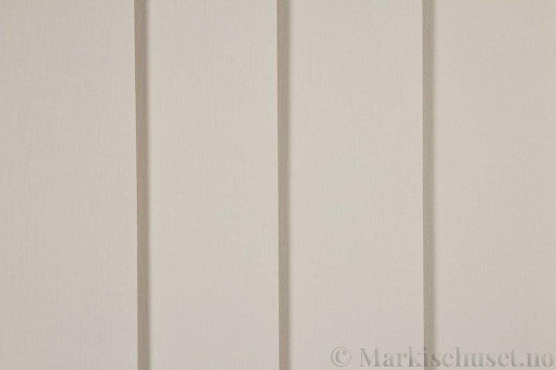 Lamellgardin tekstil serien Lumina 251625-4553 farge Lys Beigegrå. Bildet er tatt med lys forfra.