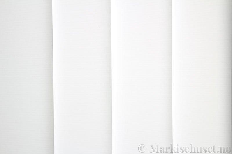 Lamellgardin tekstil serien Baseline Dustblock 251635-0204 farge Eggehvit. Bildet er tatt med lys bakfra.