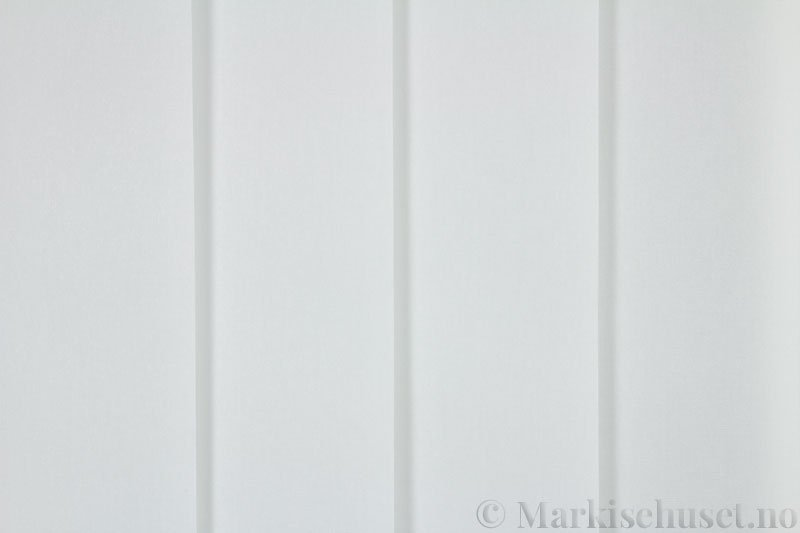 Lamellgardin tekstil serien Miami 000 farge Hvit. Bildet er tatt med lys forfra.