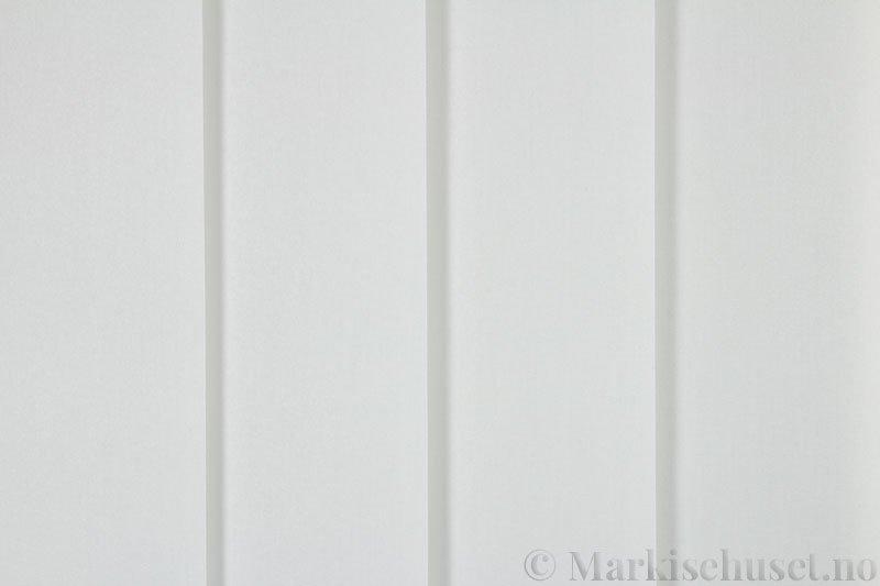 Lamellgardin tekstil serien Miami 001 farge Benhvit. Bildet er tatt med lys forfra.