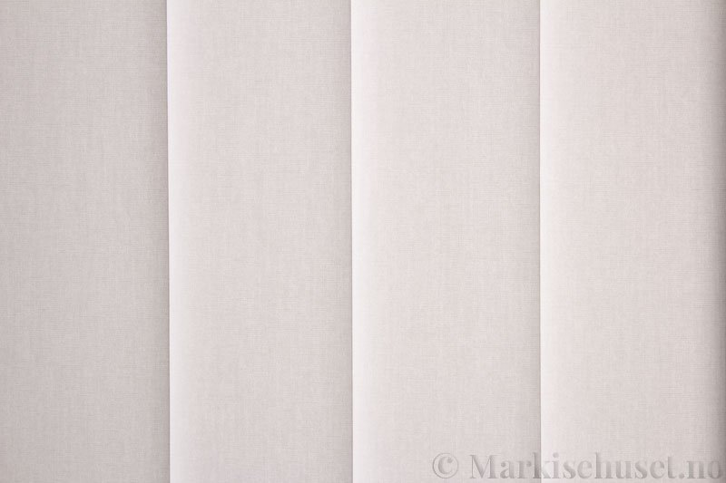 Lamellgardin tekstil serien Miami 001 farge Benhvit. Bildet er tatt med lys bakfra.