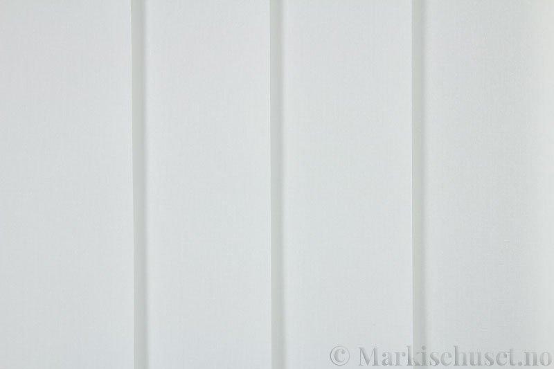 Lamellgardin tekstil serien Miami 002 farge Lys lys grå. Bildet er tatt med lys forfra.