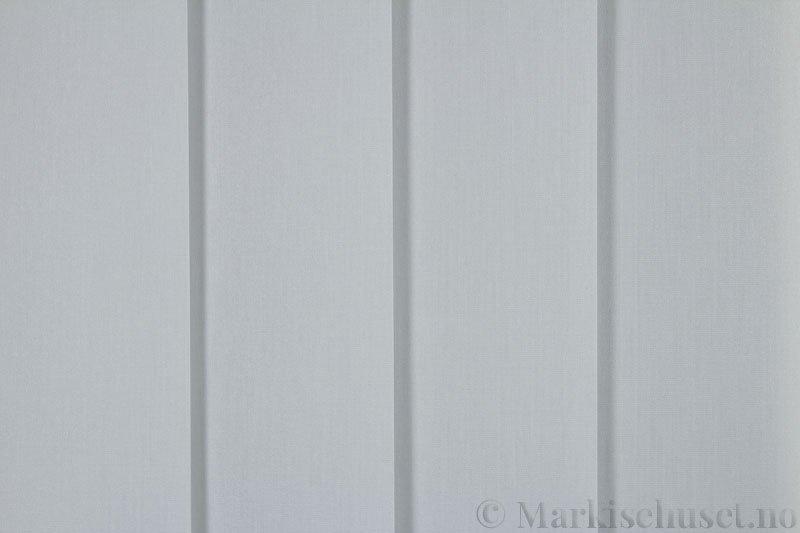 Lamellgardin tekstil serien Miami 054 farge Stålgrå. Bildet er tatt med lys forfra.