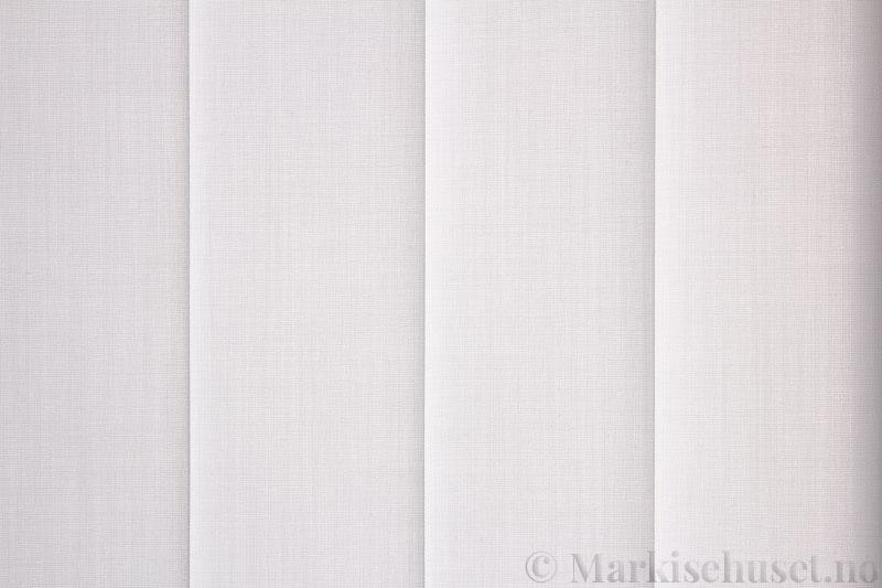 Lamellgardin tekstil serien Paris 0100 farge Optisk Hvit. Bildet er tatt med lys bakfra.