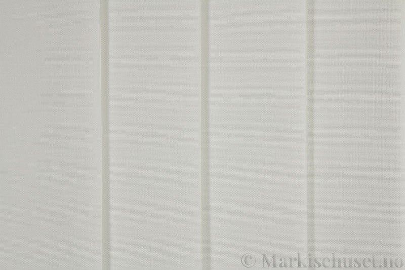 Lamellgardin tekstil serien Paris 0150 farge Elfenbenshvit. Bildet er tatt med lys forfra.