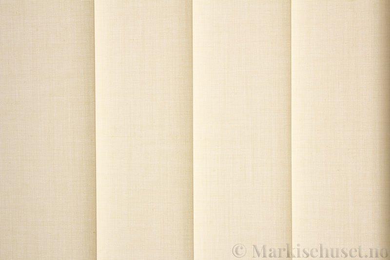 Lamellgardin tekstil serien Paris 0200 farge Beige. Bildet er tatt med lys bakfra.
