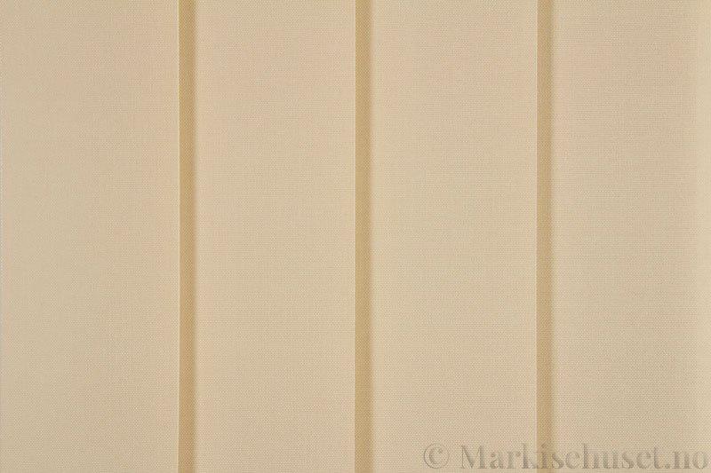Lamellgardin tekstil serien Paris 0400 farge Magnolia. Bildet er tatt med lys forfra.
