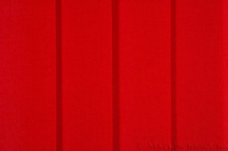 Lamellgardin tekstil serien Paris 2400 farge Tangorød. Bildet er tatt med lys forfra.