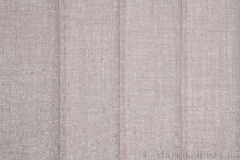 Lamellgardin tekstil serien Paris 3300 farge Østersgrå. Bildet er tatt med lys bakfra.