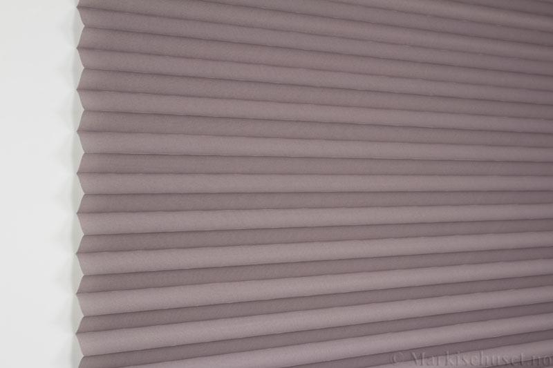 Plisségardin tekstil Uno Dustblock 290520-4862 Sink farge. Bildet er tatt med lys forfra.