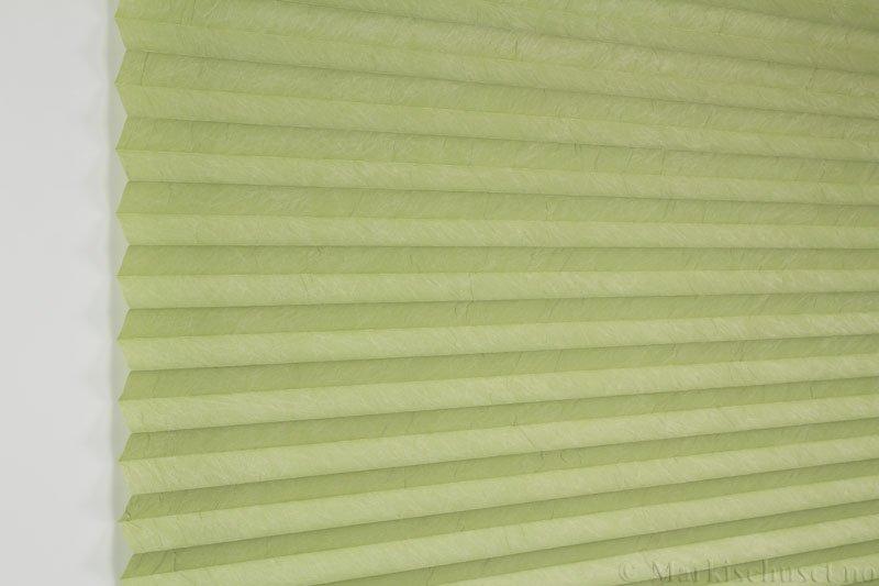 Plisségardin tekstil Crush Topar Plus 290522-3503 Lys grønn farge. Bildet er tatt med lys forfra.