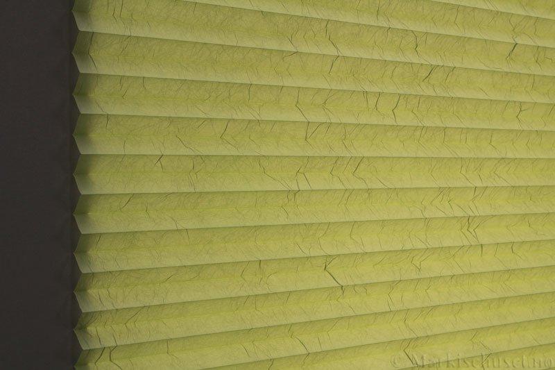 Plisségardin tekstil Crush Topar Plus 290522-3503 Lys grønn farge. Bildet er tatt med lys bakfra.