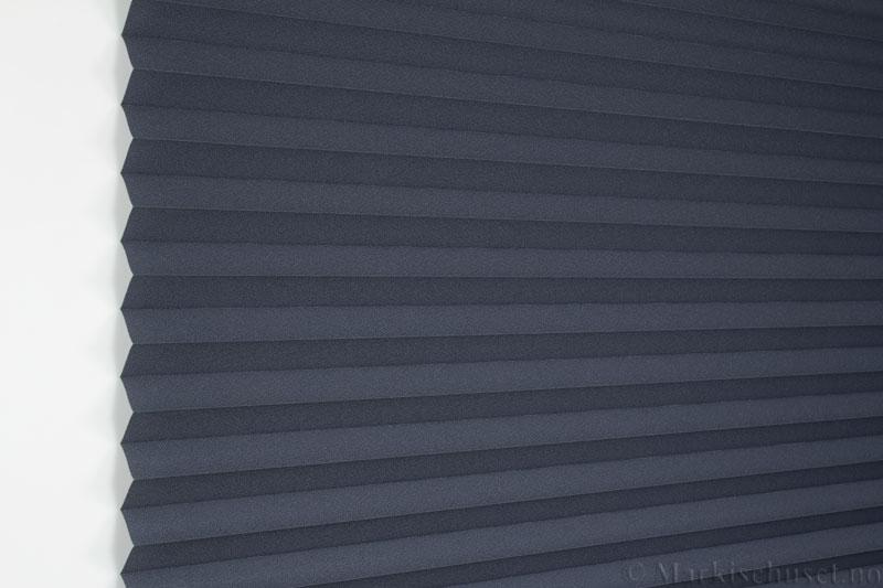 Plisségardin tekstil Crepé 290575-1733 Atrasitt farge. Bildet er tatt med lys forfra.