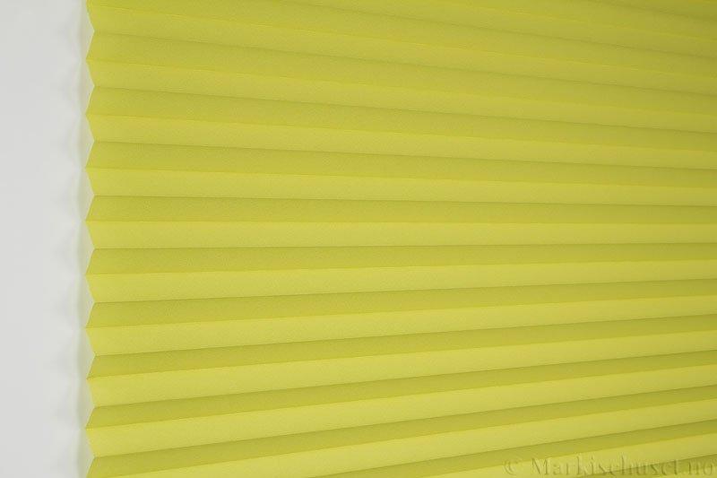 Plisségardin tekstil Crepé 290575-3888 Limegrønn farge. Bildet er tatt med lys forfra.