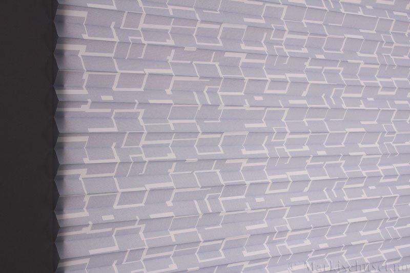 Plisségardin tekstil Campus 290594-1000 Elefantgrå farge. Bildet er tatt med lys bakfra.