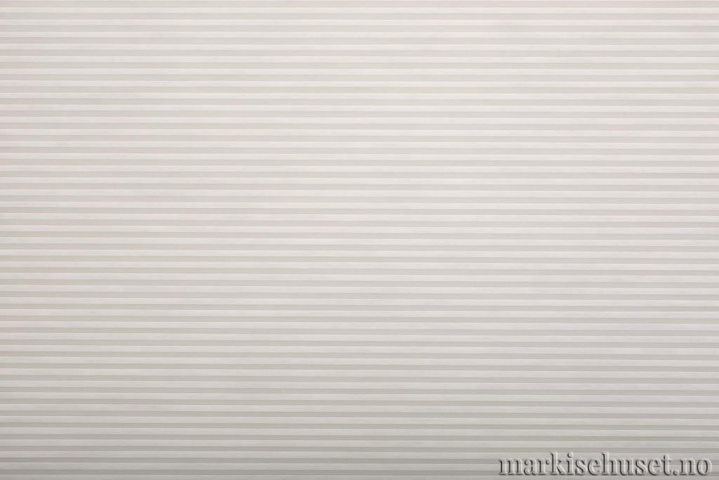 """Duette tekstil i serien Duotone 25mm. Farge: """"White"""". Bildet er tatt med lys forfra."""