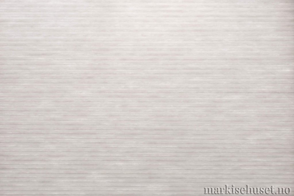 """Duette tekstil i serien Duotone 25mm. Farge: """"SilverDove"""". Bildet er tatt med lys bakfra."""