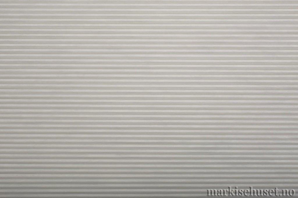"""Duette tekstil i serien Duotone 25mm. Farge: """"ArticGrey"""". Bildet er tatt med lys forfra."""